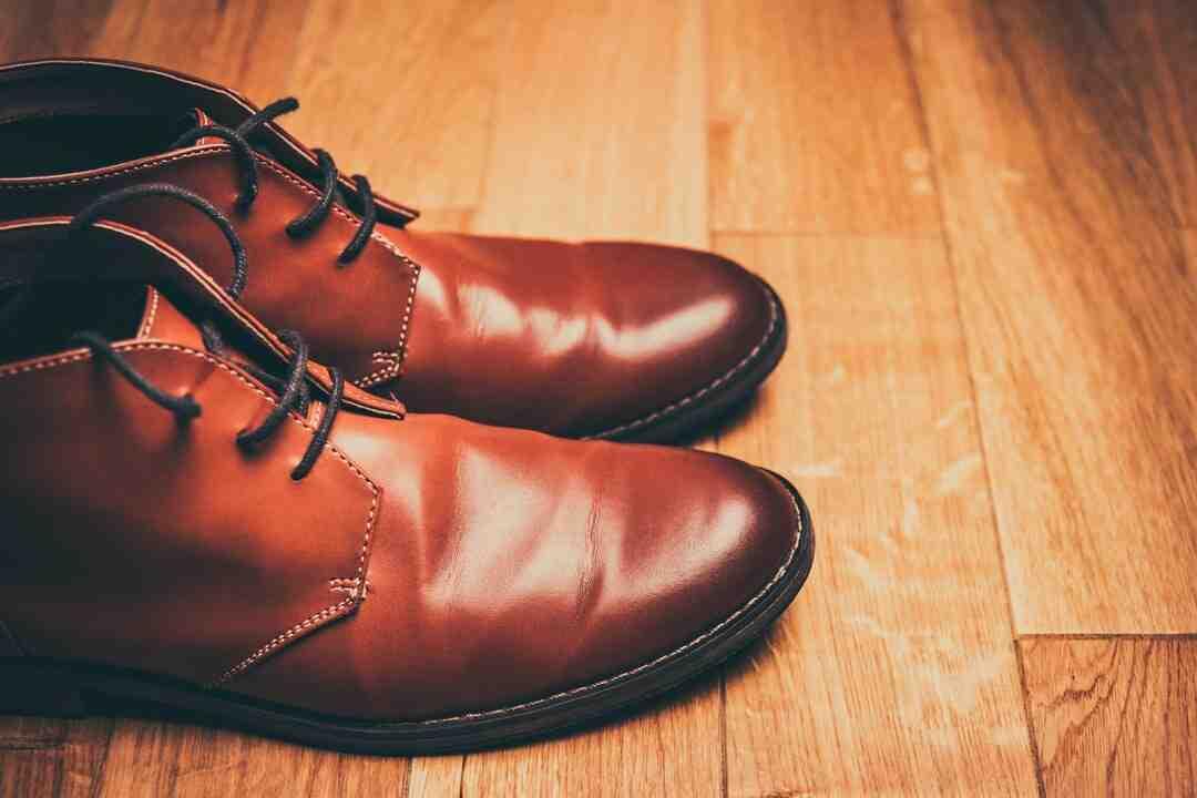 Comment cirer des chaussures