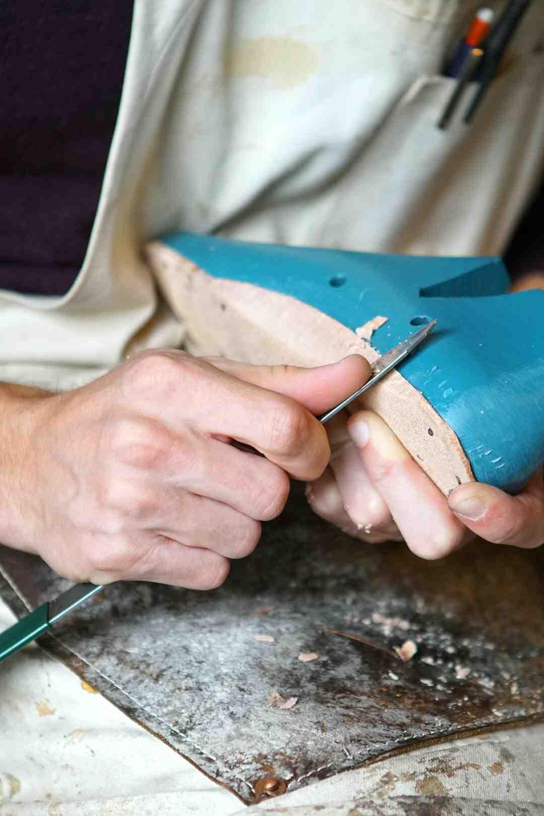 Comment réparer une semelle en caoutchouc ?