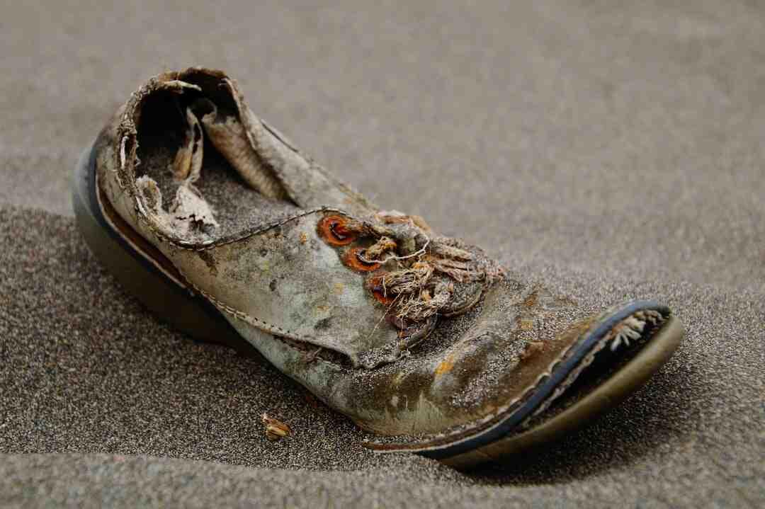 Comment retirer du cirage incorrect de chaussures
