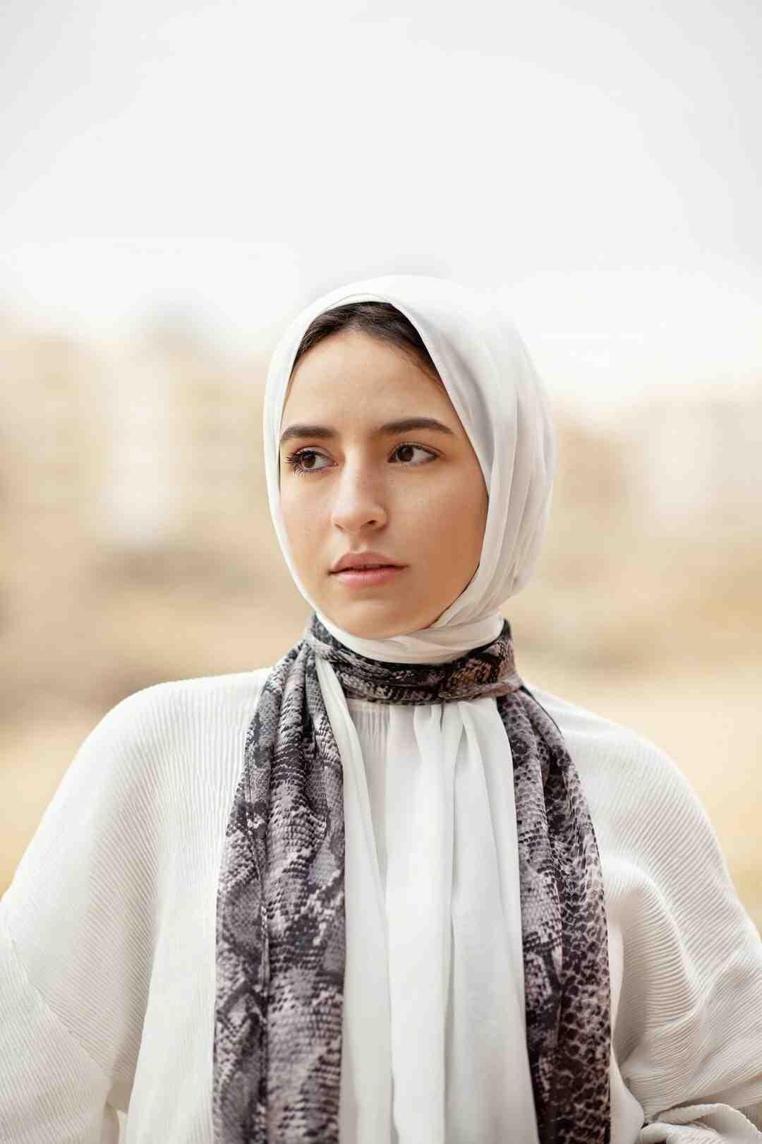 Comment attacher le foulard simple ?