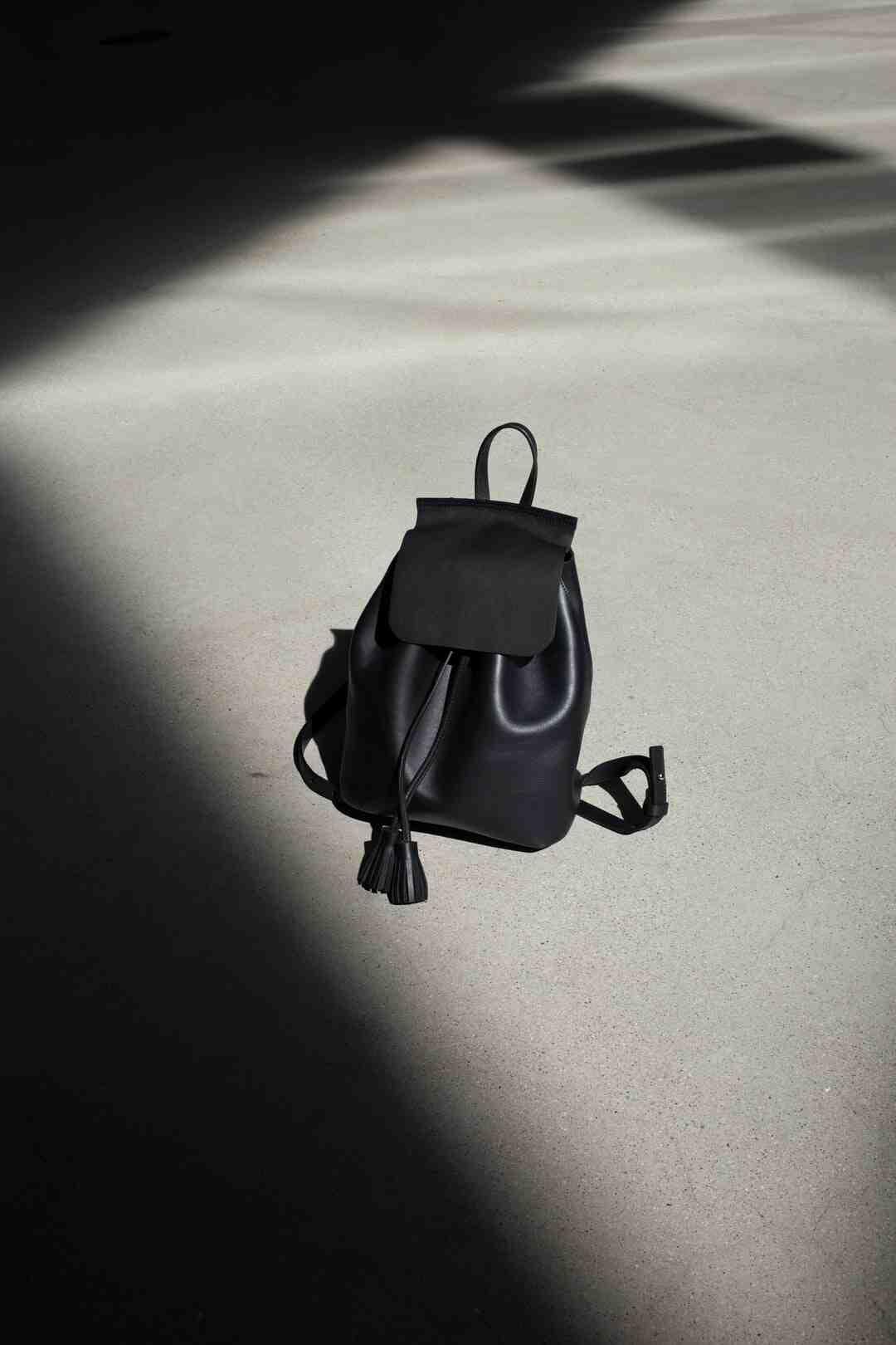 Comment reconnaître un faux sac Yves Saint Laurent ?